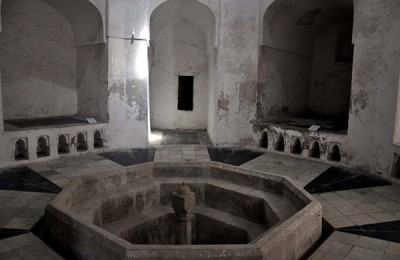 The Palaces & Persian baths North of Stone Town